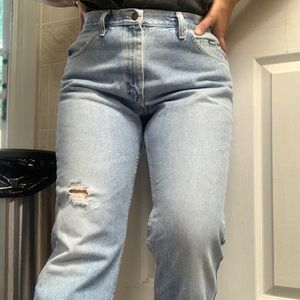 Lee Lightwash Ripped Mom Jeans